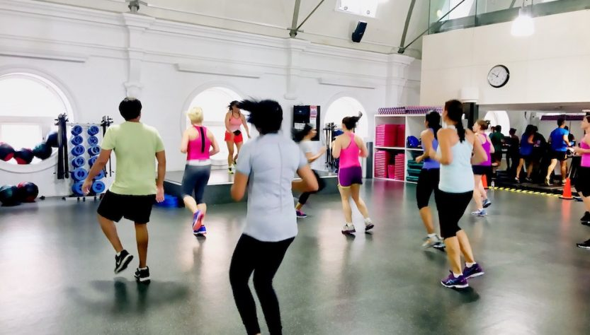 people-at-gym-lunchtime-zumba-class-in-the-city-cb-XSHCT2Q